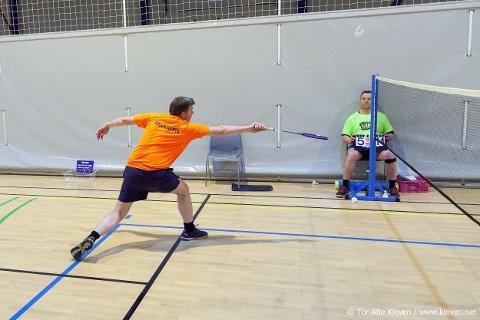 BADMINTON: Bernt Erik Sandnes er selv ivrig badmintonspiller og leder i Orkanger badmintonklubb. Mandag 21. juni kommer han til Snåsa, og da kan førstemann til mølla få spille badminton i flerbrukshallen.