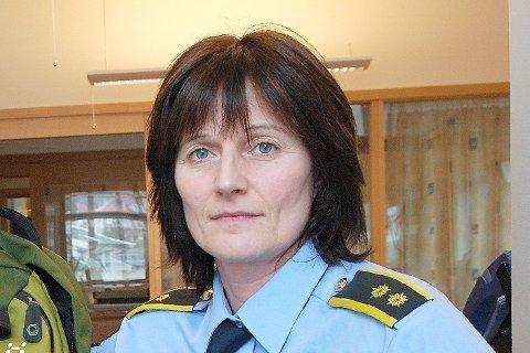 SJEKK OPP: Politioverbetjent Rita Skjeldestad ber foreldra sjekka opp kva ungdomane deira driv med i helgane.