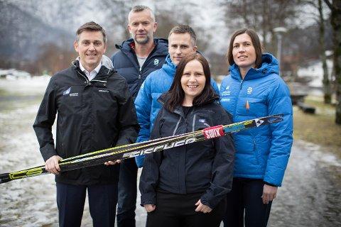 AVTALE I BOKS: Trond Teigene, Yngve Thorsen, Finn Årdal, Gunn Aase Moldestad og Ingrid Narum. Foto: Emil Rasmussen