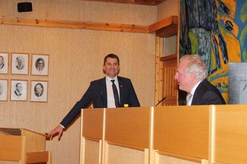 NY RÅDMANN: Arne Johansen er tilsett som ny rådmann i Lærdal. Ordførar Jan Geir Solheim var ein av dei som snakka varmt for denne tilsetjinga.