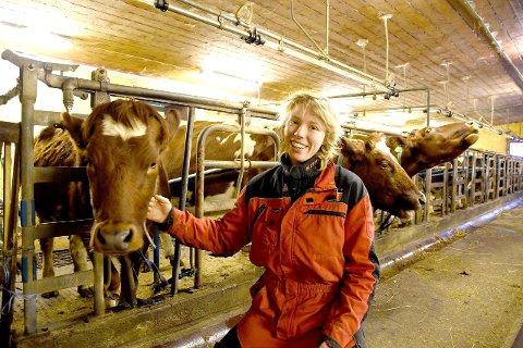 FERSK BONDE: Lise Hermine Bækken Ese har slege seg ned på garden grandonkelen dreiv i ei årrekkje. I januar vert det kalving.