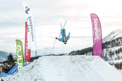 FESTIVALMORO: I februar blir det nye krumspring, og arrangørane håpar på nye rekordar i år. (Foto: Fride Sørensen, Fjellsportfestivalen)