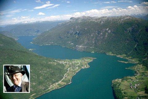 Torgrim Titlestad (innfelt) nøler ikkje med å halda fram Fimreite som ein avgjerande arena i norsk historie.
