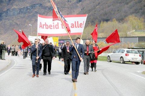 INGEN TOG: Slik ser ei tradisjonell 1. mai-markering i Årdal ut. I år lyt markeringa skje digitalt.