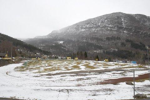NYE PLANAR: Idrettsanlegget til Syril er modent for oppgradering, og no nærmar det seg realisering. (Foto: Keth Øren)
