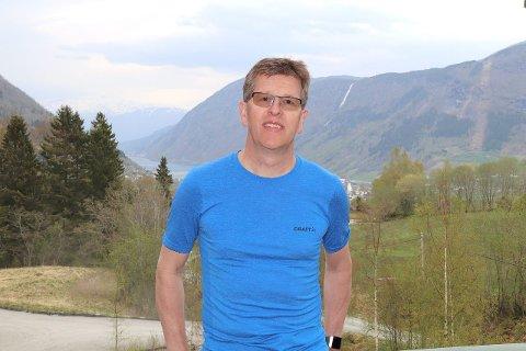 TRUFAST DELTAKAR: Odd Inge Gjeraker er den einaste som til no har delteke i samtlege Esefjorden rundt. Han er straks klar på startstreken for 40. gong. (Foto: Privat)