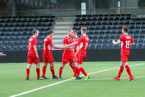Malvin Gjerde scora kampens første mål heime på Fosshaugane Campus i 3-0 sigeren mot Valdres måndag.