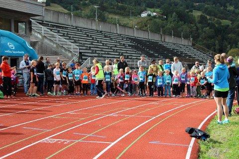 AUKA INTERESSA: Målet er at friidrettsturneen skal få fleire born og unge i aksjon på friidrettsbana. Biletet er frå SMILI 2015. (Arkivfoto)