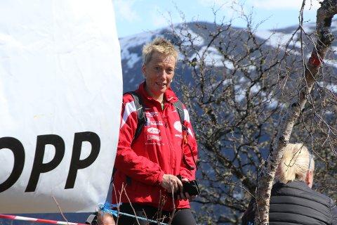 POPULÆRT: Løpsleiar Bjørghild Holien i friidrettsgruppa i Lærdal tykkjer det blir stusseleg utan Storehaugen Opp og har dermed funne ein måte å gjera ting på som er i tråd med smittevernreglane.