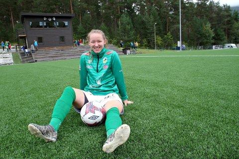 TILBAKE: Miriam Vilnes Mjåseth er endeleg friskmeldt etter skademarerittet og var ein del av Kaupanger sin tropp for første gong på 15 månadar mot Hønefoss laurdag. (Foto: Morten Sortland)