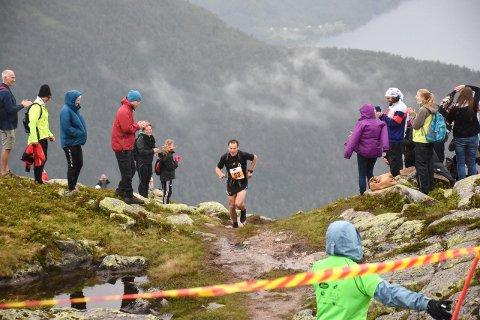 MOTBAKKE FOR ALLE: Folkehelse står sterkt for Balestrand Opp. Motbakkeløpet har vore arrangert kvart år sidan 2015 og løpsleiar Trond Sundby håpar på brei deltaking i årets utgåve. (Arkivfoto)