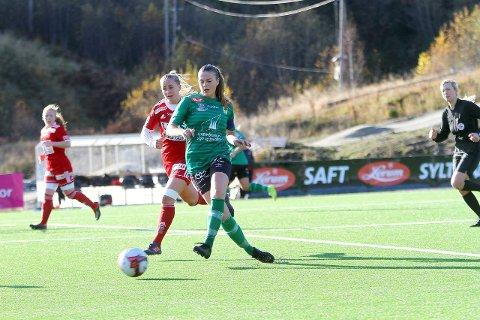TØFF TID: Kaupanger tapte søndag 1-0 heime mot Medkila. No ser det mørkt ut med tanke på vidare spel i 1. divisjon. - Tungt, seier Jannike Orrestad Andersen, kaptein på Kaupanger.