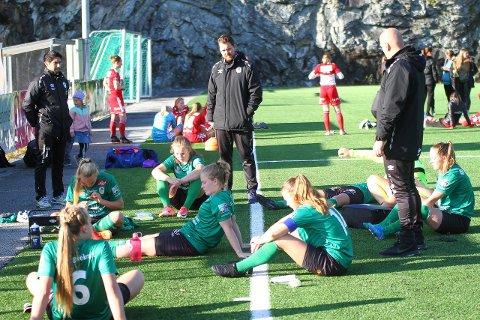 DEPPAR: Kaupanger tapte 1-0 heime mot Medkila søndag. Seinare på kvelden vann Åsane sin kamp. Dermed rykkjer Kaupanger ned.