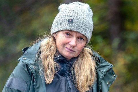 VART LAMMA: Agna Hollekve fekk flåttbit på magen ei av dei første vekene på Farmen, som førte til at ho fekk lamming i halve andletet. Likevel kjempa Agna seg vidare til semifinalen. (Foto: TV2)