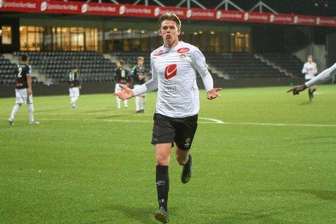 har teke steg: Mathias Sundberg (17) har hatt ein god sesong i 3. divisjon med Sogndal 2 og ikkje minst på juniorlaget som har spelt europacup og semifinale i NM i år.