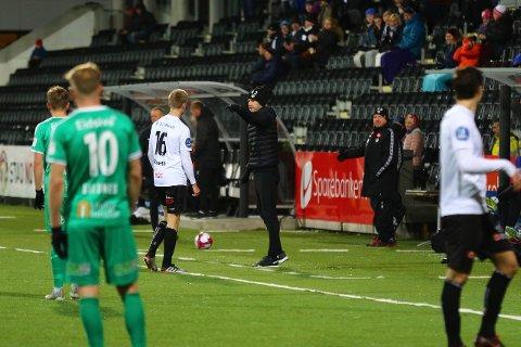 NØGD TRENAR: Eirik Bakke var nøgd etter 3-0 sigeren heime mot HamKam laurdag. (Foto: Rune Sjøberg)