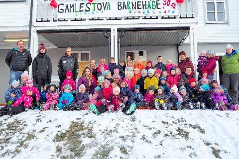 JUBILEUM: Det er mykje ungt innhald i den gamle jubilanten, Gamlestova barnehage. (Foto: Wenche Schanke Eikum)