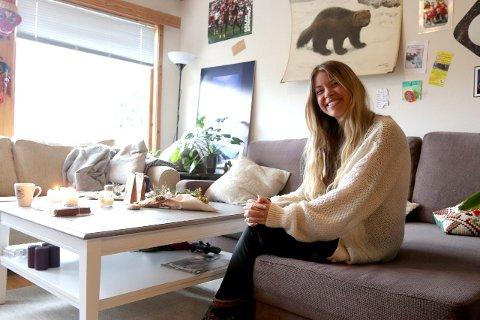 MILJØBEVISST: Marte Soldal vil inspirera andre til ei grøn og lommebokvenleg jul. Ho oppmodar fleire om å laga julegåvene dei skal gje bort sjølve.