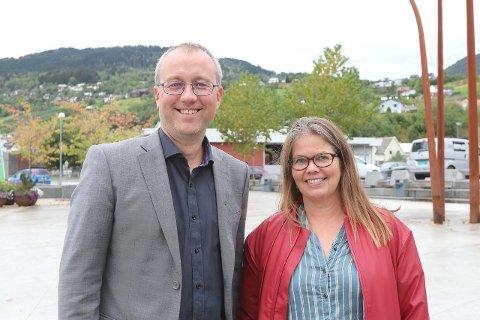 MØTE: Torsdag er det møte i kommunestyret i nye Sogndal kommune. T.v. ordførar Arnstein Menes (Sp) og varaordførar Vibeke Johnsen (SV). (Arkivfoto)