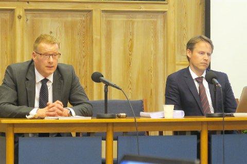 MELD: Eivind Arntsen frå advokatfirmaet Brækhus (t.v.) er ein av advokatane som har arbeidd med den såkalla Brækhus-rapporten som no er meldt inn for Advokatforeningens disiplinærutval.Til venstre sit dåverande setjerådmann Knut Broberg.