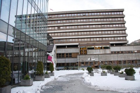 FLYTTA EIN HEIL ETASJE: Det blir gjort store grep på Førde sentralsjukehus for å få plass til koronapasientar.