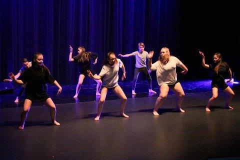 FLINKE: Dansegruppa «The heat» i aksjon i UKM Årdal.