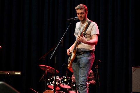 GITAR OG SONG: Tor Magne Oppedal spelte gitar og song i gruppa Hard to live under UKM.