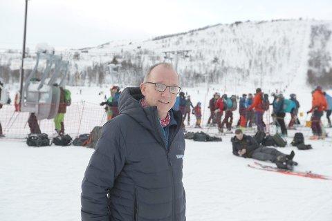 TRENG HJELP: Korona-stengde skiheisar har ført til milliontap for Per Odd Grevsnes og Sogndal Skisenter. No etterlyser dei hjelp frå staten.