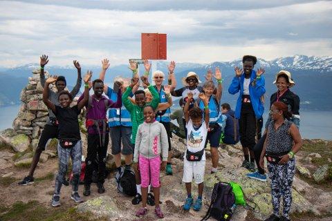 TOPPTUR: Her har gjengen som gjekk med Sogndal Røde Kors nådd toppen.