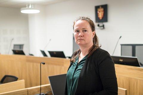 FORSVARAR: Bente Hermansen er forsvarar for 19-åringen som er sikta for drapsforsøk i Askvoll.