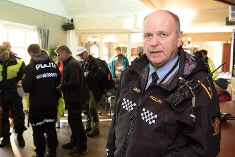 GIR SEG: Åge Løseth gir seg i politiet. Her frå leiteaksjonen i Askvoll i haust.