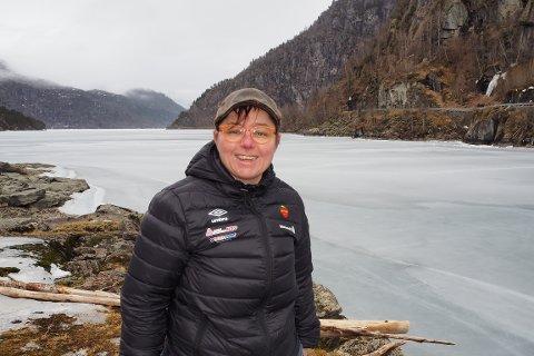 KLAR: Adrianne Kvam (43) har fått alle løyve på plass, og er klar til å starta båtrute til sommaren med nyinnkjøpt båt.