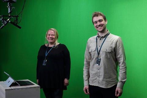 GODT NØGD:  Seksjonssjef for Medielab, Sigrid Jordal Havre er glad for å få.Torkjell Venjum med på laget. Han har akkurat starta i den nye stillinga som vert i Medielab som skal koma til Campus i Sogndal i haust.