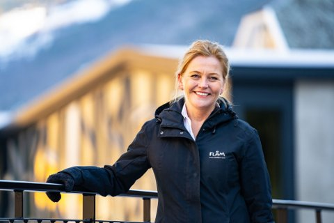 TI ÅR: Solrun Hjelleflat (54) har vore toppleiar i Aurland Ressursutvikling og Norway´s Best i ti år.  Denne veka kom meldinga om at ho sluttar med umiddelbar verknad.