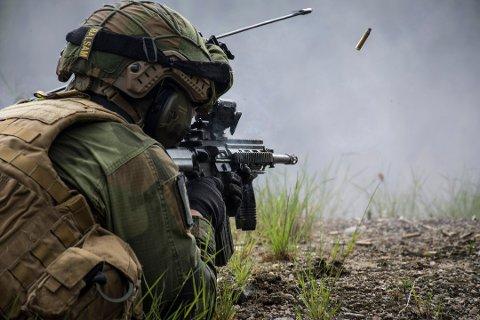 Bildet viser en soldat i Heimevernets innsatsstyrke under en skyteøvelse på Evje, sommeren 2017. Undertegnede journalist deltok på øvelse Gjallarhorn som presseoffiser i HV-08.