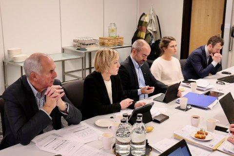 Tom Henning Slethei oppfatter samarbeidet i forhandlingsutvalget som bra, men det er mye som må på plass innen nyttår. Selv er Sola-ordføreren optimist på at alt vil ordne seg for de som ønsker å se rushtidsavgiften fjernet.