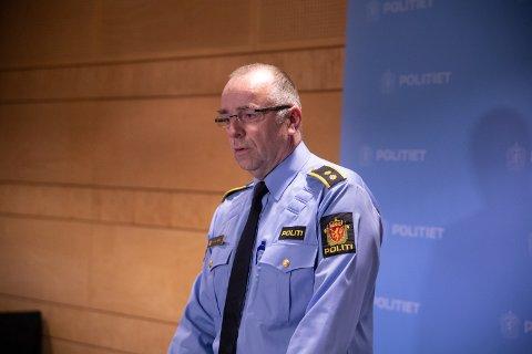Bjørn Kåre Dahl, politiets leder for personseksjonen, sier at politiet nå vil gjennomgå blant annet elektroniske spor for å finne ut hva som har skjedd med den avdøde.