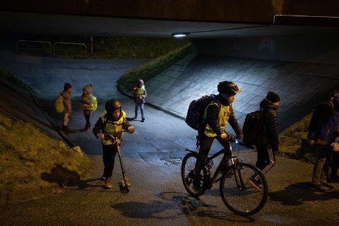 I denne undergangen ved Røyneberg skole skjer det ofte nesten-ulykker mellom gående og syklende, ifølge FAU. En utbedring er under planlegging, og kan stå klar innen skolestart 2022. Dette bildet er tatt i forbindelse med en artikkel i desember i fjor.
