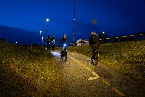 Nå skal det bygges separat gang- og sykkelvei og bli utbedring av undergangene nær Røyneberg skole.