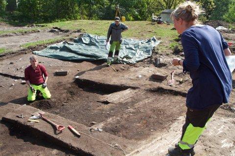 Arkeologer leter etter spor fra fortiden i Sømmevågen, sommeren 2013.