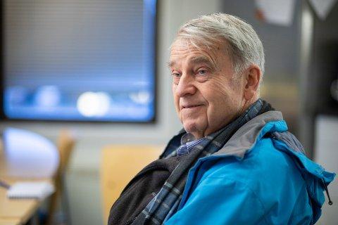 Fred Jensen har nylig blitt ryggoperert og reagerer på at han ikke får bo på sykehjemmet eller på andre institusjoner for å få opptrening. Nå får han hjemmerehabilitering og det legges opp til mye egentrening.