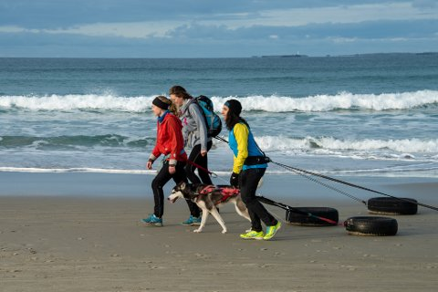 Amy Mir er kjent som ekspedisjonsjenta. Mye av treningen foregår med dekk på Hellestøstranden.