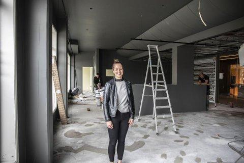 1. juni åpner Kafé Levi i Galleriet i Solakrossen. Med tiden blir det også alkoholservering. Kaféleder Sunniva Pedersen gleder seg til å komme i gang.