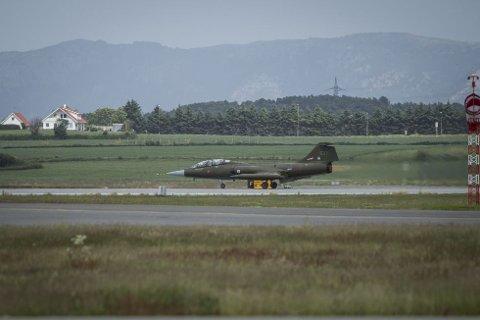 CF-104D Starfighter (LN-STF, halenr. 637) brølte godt ifra seg ved take-off fra Sola under flydagen 2018. Nå ser det heller usannsynlig ut at flyet blir å se under Flydagen Sola 2019.
