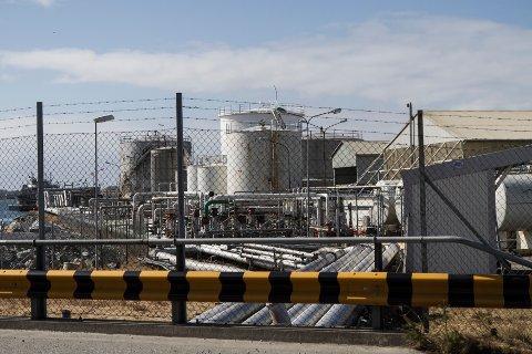 Shell ønsker å oppgradere dette anlegget i Risavika for å legge ned driften av fjelltankene ved Snøde. Rådmannen mener at de ikke har vurdert alternative plasseringer av anlegget godt nok.