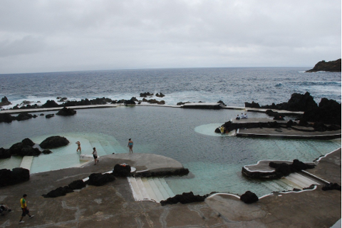 Eksempel på sjøbad fra Madeira. Det likner veldig på planene Jåsund Utviklingsselskap har for Sjøbad Myklebust.
