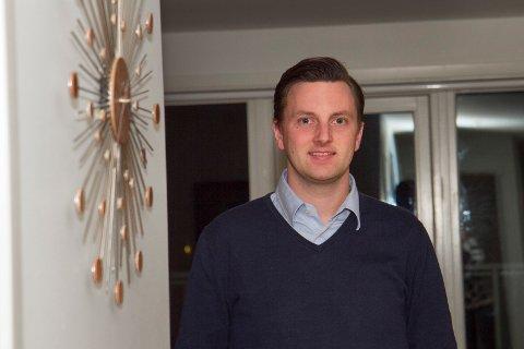 Venstre-politiker Stian Lie Hagen stiller spørsmål til blant annet næringsinnholdet i skolefrokosten etter at det ble besluttet å gå for smoothie. Siv-Len Strandskog (Ap) peker på blant annet koronasituasjonen som spesielt utfordrende for ordningen.