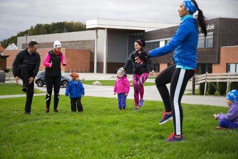 Ronny Johansen, Aina Tøge Johansen, Ferdinand Johansen og Monica Stavnem Rød og datterne var med på trening
