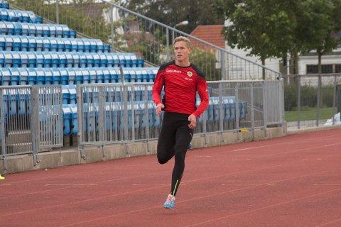 Simen Tjelta Larsen deltok i NM på Hamar.