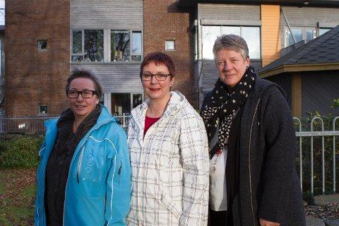 Aud-Åse Rosland Mjølsnes fra Delta, Marit Hay fra Norsk Sykepleierforbund og Siri Helleland fra Fagforbundet mener nedleggelse av Sola storkjøkken vil gi sykehjemsansatte mindre tid til pasientene.